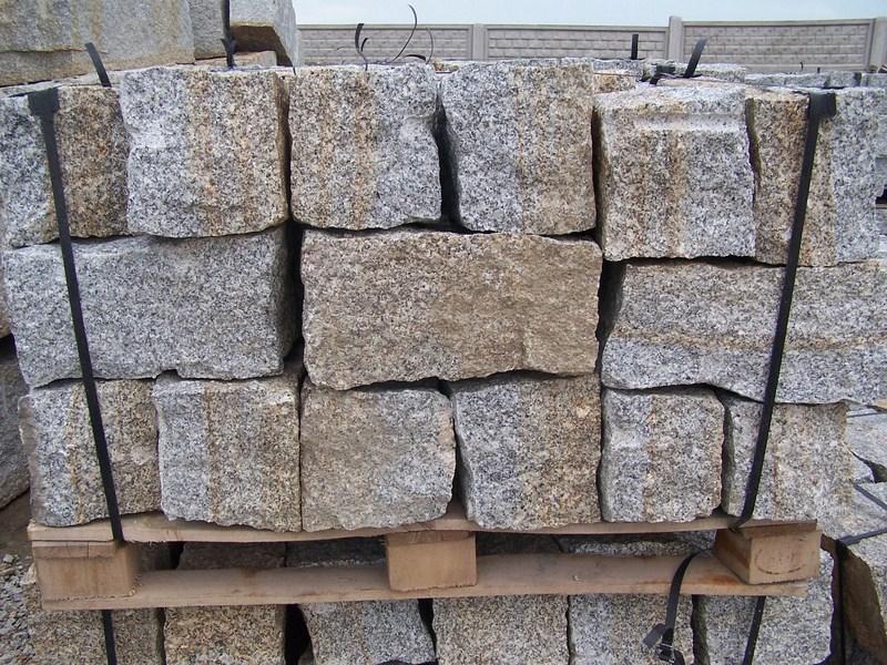 granit mauersteine grau gelb 20 20 40cm interbruk s c hersteller von granitpflaster. Black Bedroom Furniture Sets. Home Design Ideas